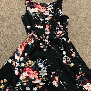 Dresses & Skirts - Pretty dress euc